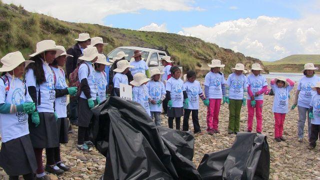 Niños de Espinar participan en campañade limpieza en cuencas de río Salado y Cañipía 1
