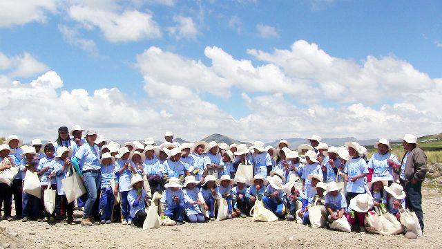 Niños de Espinar participan en campañade limpieza en cuencas de río Salado y Cañipía 3