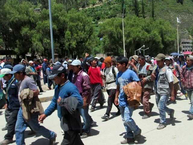"""En el desarrollo de la medida de fuerza, bloquearon carreteras y dieron un plazo para que la Empresa Minera """"Virgen de Cocharcas"""" retire sus instalaciones de la localidad de Piscobamba Baja. (Foto: RPP)"""