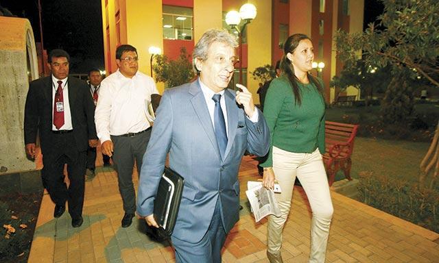 Ministro del Ambiente sostiene que el Estudio de Impacto Ambiental debe ser permanentemente actualizado. Pulgar Vidal pide a alcaldes y dirigentes dejar de lado posiciones intransigentes y se abra la puerta al diálogo. (Foto: La República)