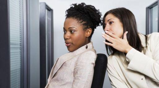 No importa cuán talentoso o exitoso sea, hay ciertos comportamientos que cambian instantáneamente la forma en que la gente lo ve y califica. Esta lista incluye los comportamientos más negativos que debe evitar.