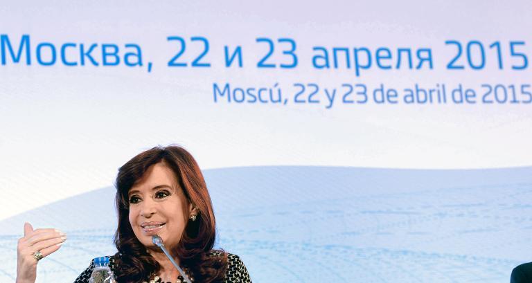 La presidenta de Argentina, Cristina Kirchner, en una reunión de negocios en Moscú el 22 de abril de 2015 (AFP/Presidencia de Argentina/AFP)