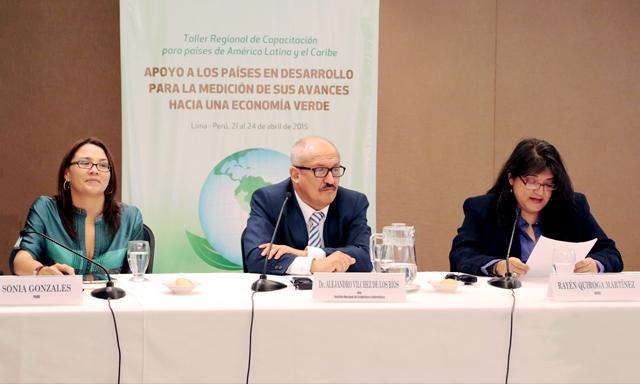 En foro. Sonia González, Alejandro Vílchez, Rayén Quiroga. (Foto: La República)