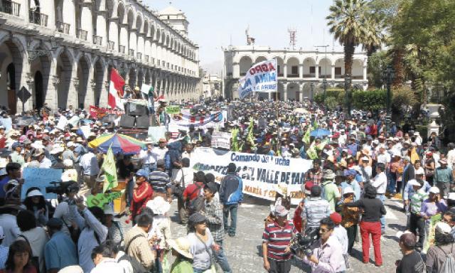 Rechazo. Los manifestantes expresaron su desacuerdo con las actividades de Southern. (Foto: Manuel Berríos)