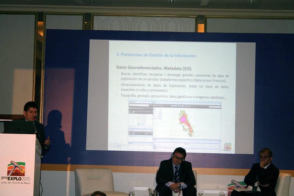 """En la sala 2 de #ProExplo2015, Enrique Vega de Korea Resources Corporation, en la conferencia """"Gestión de la Información Geológica como Estrategia de Exploración"""""""