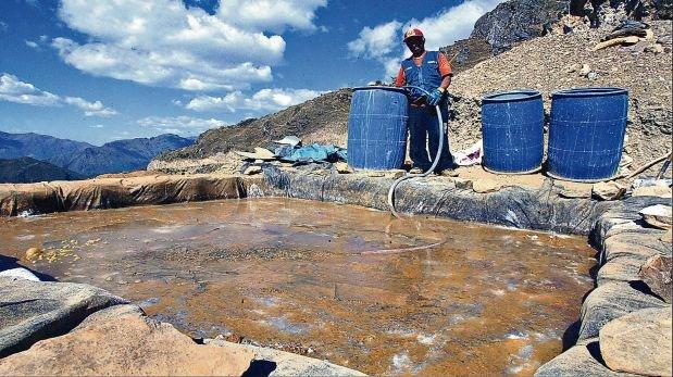 En Sayapullo, pueblo ubicado a tres horas de Trujillo, relaves mineros y cascadas de aguas ácidas contaminan los ríos. (Foto: Archivo El Comercio)
