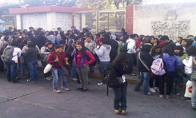 Alumnos piden solución a conflicto del Valle de Tambo. (Foto: Facebook)