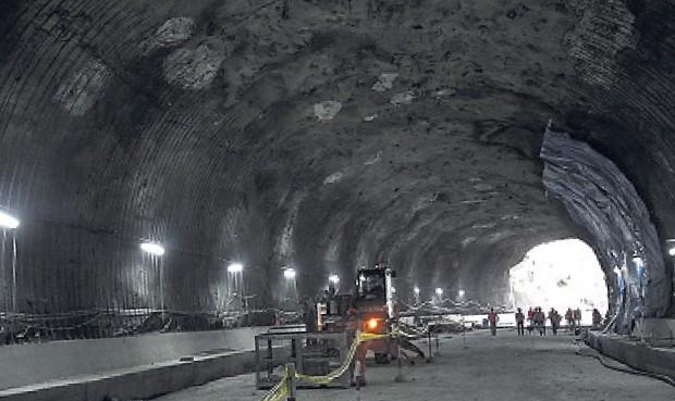 labores. Trabajadores ya trabajan en el encofrado del túnel. Foto: juan pablo ayala