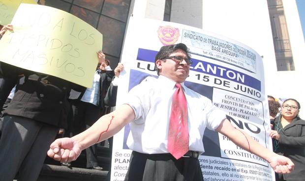 Trabajadores protestan contra fallo del TC (Foto: la República)