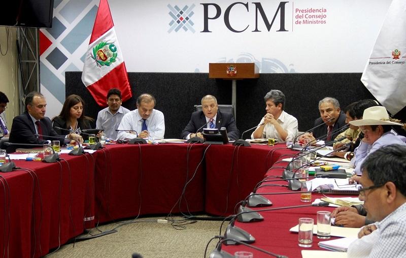 Ministro de Vivienda, Milton von Hesse, encabezó la reunión con autoridades locales de Cotabambas, Apurímac. (Foto: Andina)
