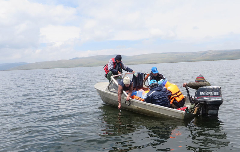 Especialistas de la ANA realizaron monitoreo de la calidad del agua del lago Chinchaycocha, en Junín, y se confirmó presencia de metales. ANDINA/Pedro Tinoco