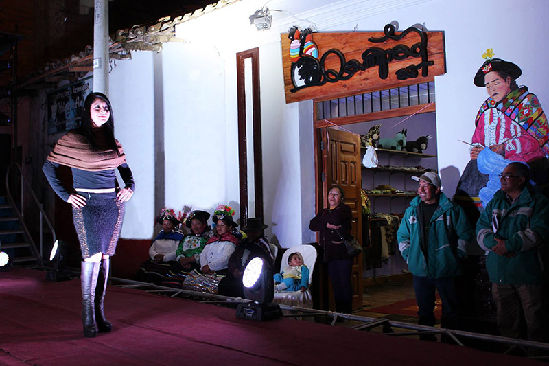 Desfile de Moda de relanzamiento de Qampaq