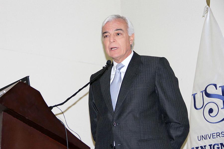 Sr. Carlos Gálvez Pinillos