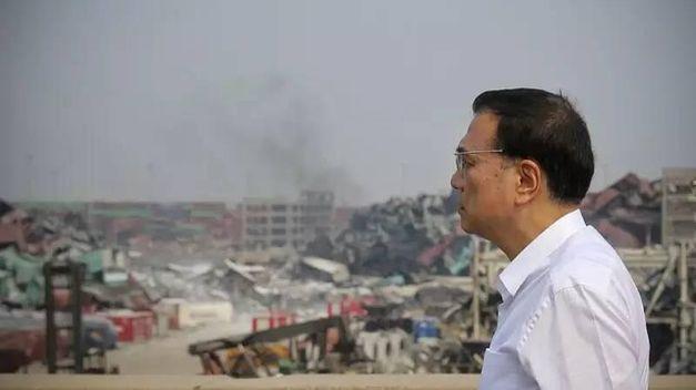 El primer ministro de China, Li Kequiang, ha concluido su visita al epicentro de las masivas explosiones de esta semana en Tianjin --que se han cobrado las vidas de 112 personas, 21 de ellas bomberos-- ordenando una investigación completa de lo sucedido.