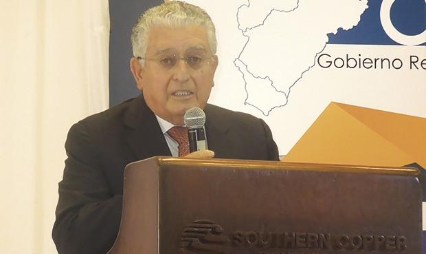 Quiere dialogar. Oscar González Rocha asistió a  inauguración de programa de becas. (Foto: La República)