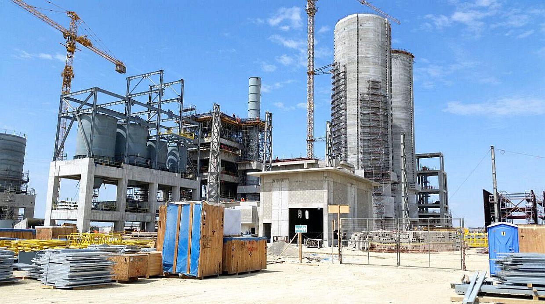 Planta de Cementos Pacasmayo, durante su construcción (Foto: El Comercio)