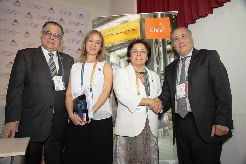 Gustavo Luyo Velit, presidente de Extemin 2015, Verónica Tramer, Directora Comercial de la Embaja de Chile en Perú, Aurora Williams, Ministra de Minería de Chile, Sergio Hernández, COCHILCO