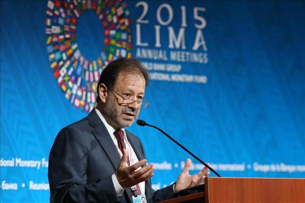 Agencia EFE - El economista en jefe del Banco Mundial para América Latina y el Caribe, Augusto de la Torre, habla hoy, martes 6 de octubre de 2015, en Lima, en una conferencia de prensa. EFE