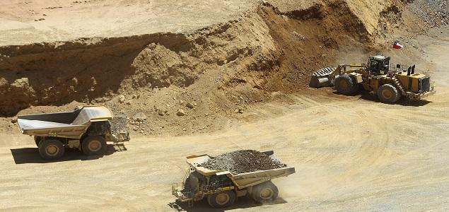 CHI11. RANCAGUA (CHILE), 10/01/2014.- Vista general hoy, viernes 10 de enero de 2014, de la actividad en el rajo sur del yacimiento minero El Teniente, ubicado en las faldas de la cordillera de Los Andes, en la región de O'Higgins, a 150 kilómetros de Santiago de Chile (Chile). La chilena Corporación del Cobre (Codelco) celebró hoy el primer año de trabajo a rajo abierto de la mina, después de 108 años de faenas exclusivamente subterráneas. El Teniente, considerada como la mina subterránea más grande del mundo, dejó de funcionar como tal el pasado año, cuando alcanzó a sumar más de 3000 kilómetros de túneles y comenzó su trabajo como yacimiento a rajo abierto. EFE/Mario Ruiz
