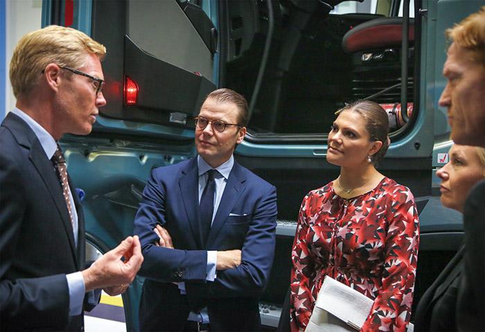 Princesa-Victoria-de-Suecia-visitó-Volvo-Perú