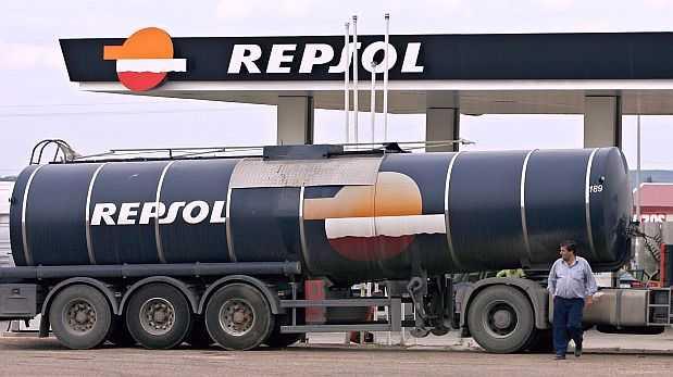 Accionistas minoritarios han pedido que se vendan las estaciones de servicio de Repsol en el Perú. (Foto: AP)
