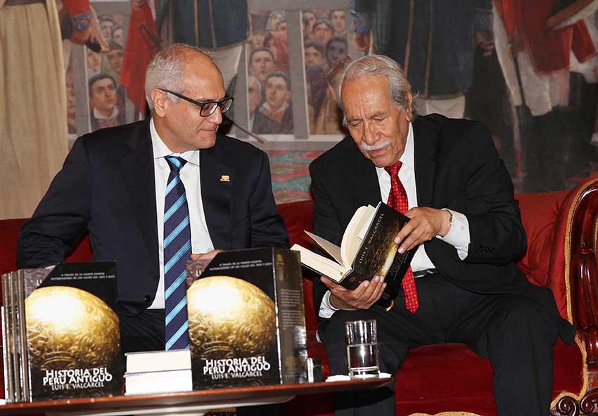 Germán Velásquez, Presidente de PETROPERÚ y Luis Guillermo Lumbreras