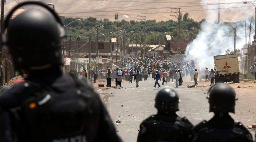 CONFLICTOS SOCIALES CAUSADO POR LOS  ENFRENTAMIENTOS ENTRE EFECTIVOS POLICIALES Y POBLADORES EN CONTRA  DEL PROYECTO MINERO TIA MARIA