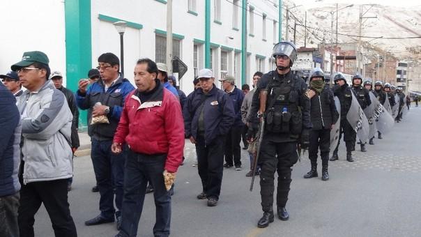 Trabajadores evalúan un paro regional de no atenderse sus demandas. | Fuente: RPP/Beatriz López