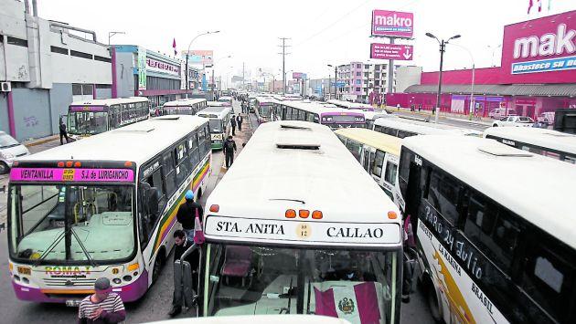 Transportistas del Callao bloquean vías durante el paro de transporte