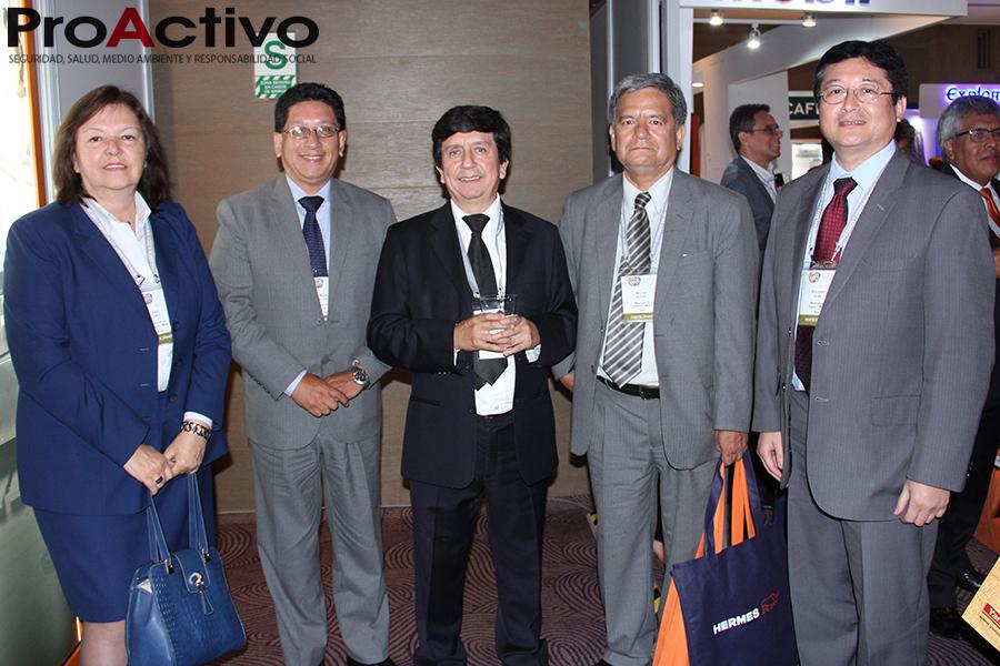 Guillermo Shinno, viceministro de Minas, junto a funcionarios del MEM. (Foto: ProActivo).