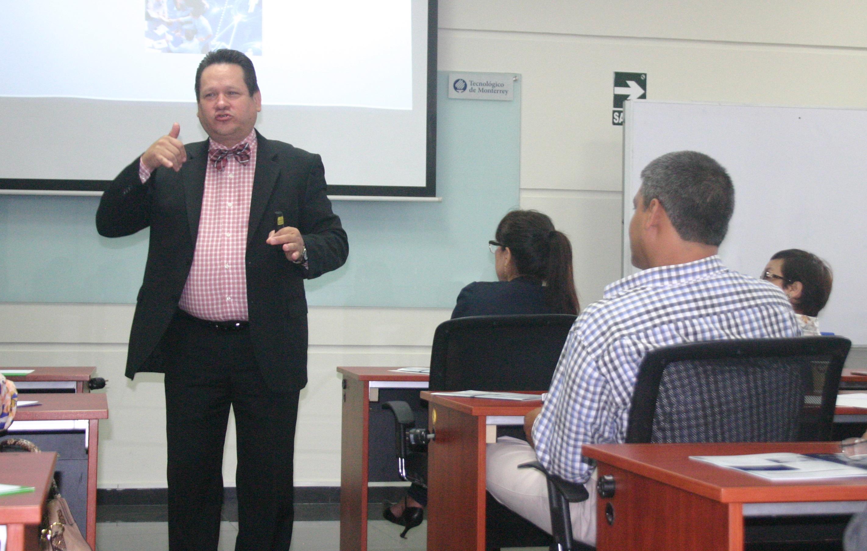 Catedrático Miguel Obregón (Foto: ProActivo)
