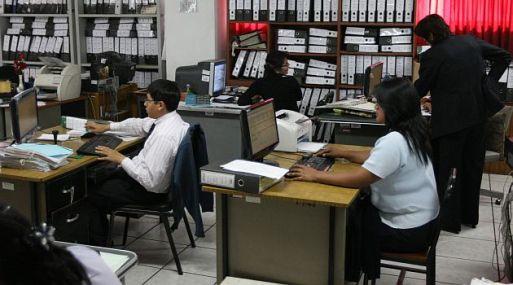 TRABAJADORES PUBLICOS – OFICINAS DEL MUNICIPIO PROVINCIAL DE AREQUIPA FOTO: HEINER APARICIO LUGAR: MUNICIPIO PROVINCIAL DE AREQUIPA