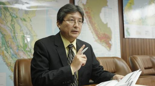 FOTOS EN LA ENTREVISTA CON GUILLERMO SHINNO, VICE-MINISTRO DE MINERIA DEL MINISTERIO DE ENERGIA Y MINAS DE LA REPUBLICA.