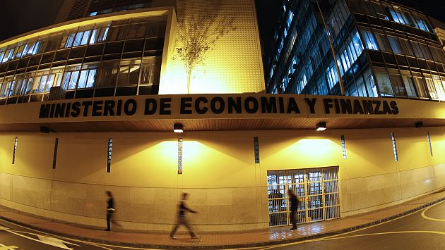 FOTOS NOCTURNAS D ELA FACHADA DEL MINISTERIO DE ECONOMIA Y FINANZAS.
