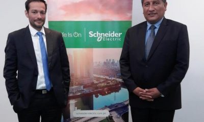 Fernando Chaves Pozo, Gerente General de Schneider Electric Perú y Fernando Castillo Torres, Ministerio de Energía y Minas del Perú / Foto: Schneider Electric