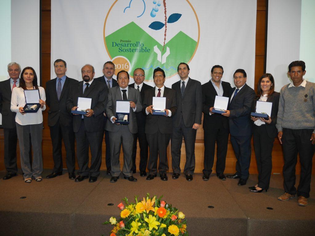 Empresas ganadoras del Premio Desarrollo Sostenible 2016. (Foto:SNMPE)