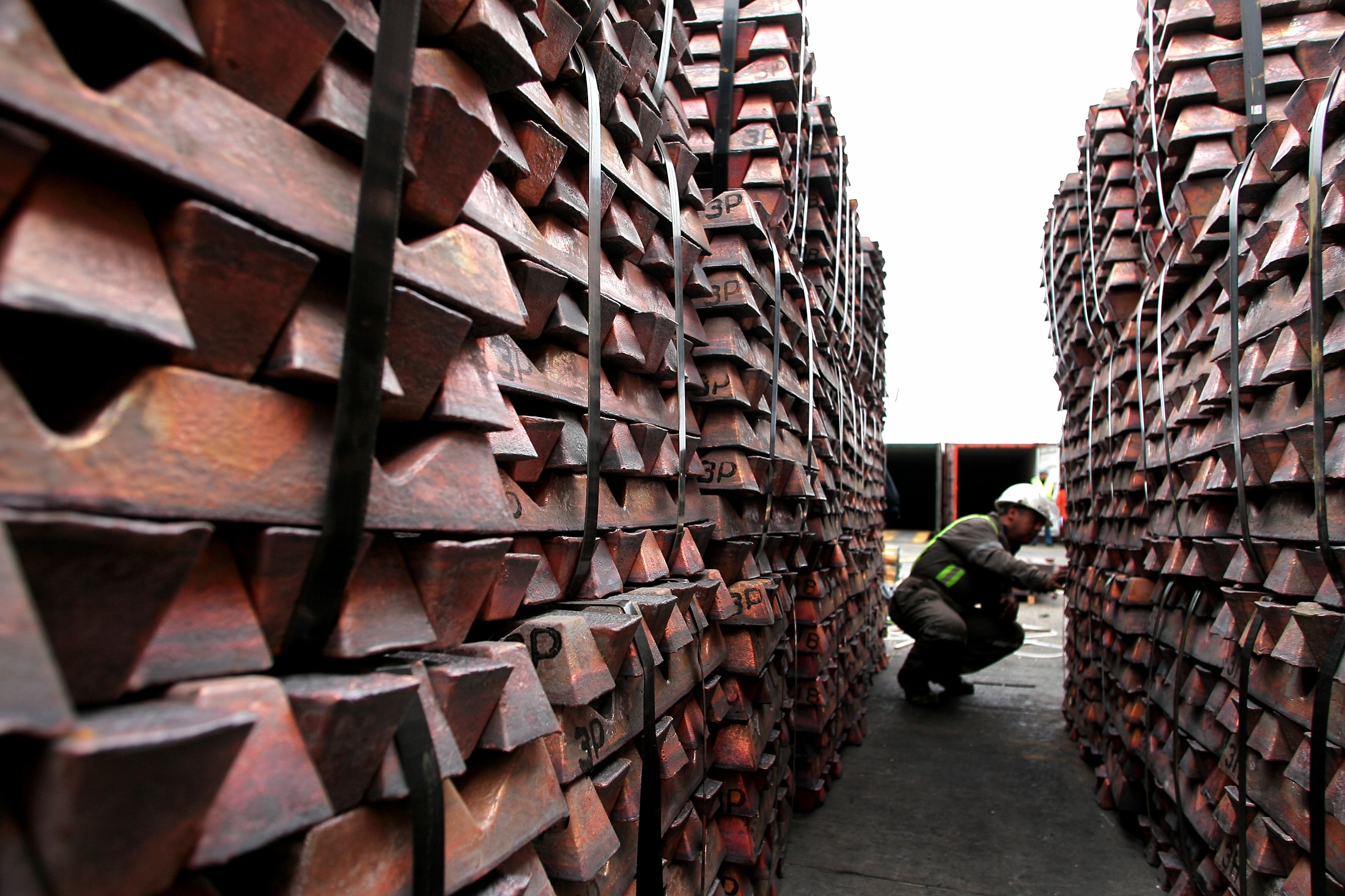 A port worker checks a shipment of copper that is to be exported to Asia in Valparaiso port, 85 miles (137km) northwest of Santiago,Chile August 21,2006.  A strike at Chile''s Escondida, the world''s biggest mined copper deposit, entered a third week on Monday after union workers rejected the company''s latest wage offer but said they wanted to continue talks.     REUTERS/Eliseo Fernandez    (CHILE) CHILE COPPER