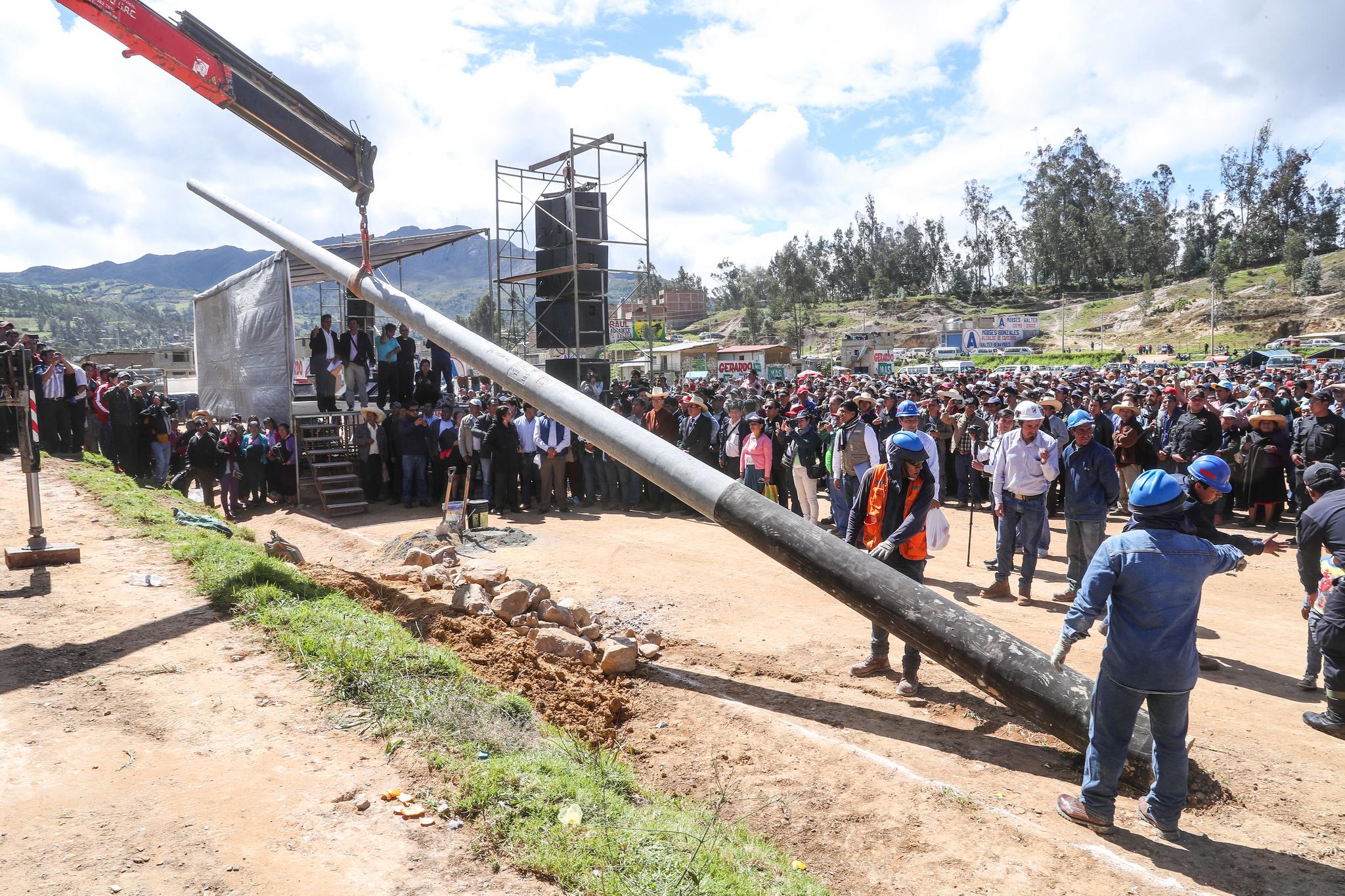 ·         Ministro Francisco Ísmodes instaló en Cutervo primer poste de sistema de electrificación integral para siete provincias de Cajamarca