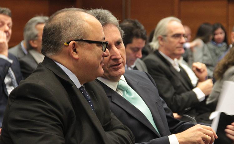 Eduardo Guevara, viceministro de Hidrocarburos y Pablo de la Flor, gerente general de la SNMPE