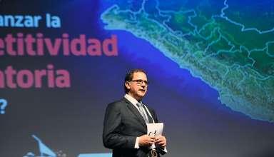 Francisco Ísmodes, ministro de Energía y Minas.