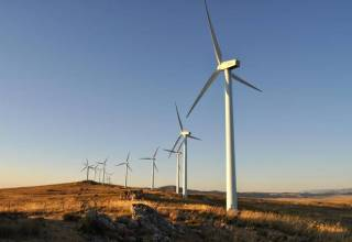Las variaciones en la generación eléctrica a partir de fuentes renovables, como la eólica, generan problemas de control en la red eléctrica, pero las baterías de litio pueden ayudar a resolverlos. / SINC