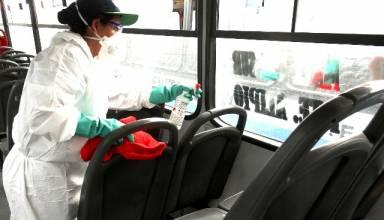 Transporte público es desinfectado para evitar propagación del Covid-19