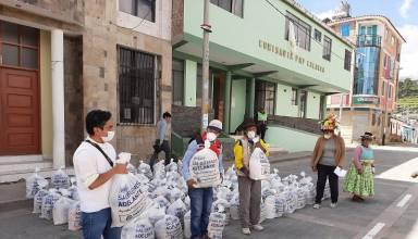 Entrega de canasta de alimentos - Calacoa 8 de abril