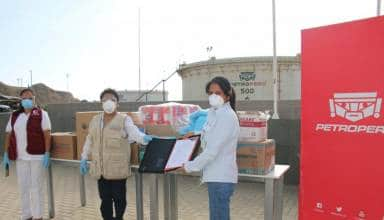 PETROPERÚ entrega balones de oxígeno y equipos de bioseguridad a centro de salud de Talara