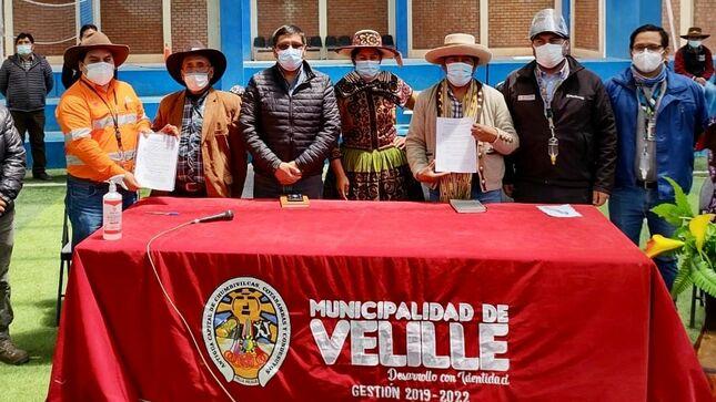 Minera Las Bambas y autoridades de Velille suscriben acuerdo