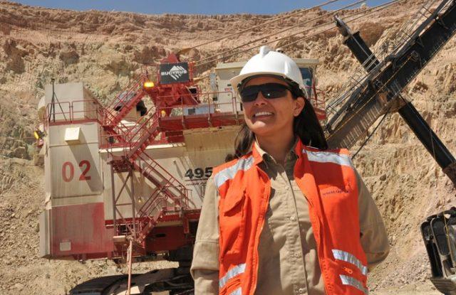 Banca y minería con menos presencia de mujeres ejecutivas, pero con mejores sueldos