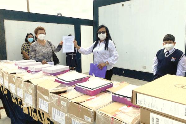 Antamina refuerza la educación remota en Huarmey con la entrega de laptops y tablets