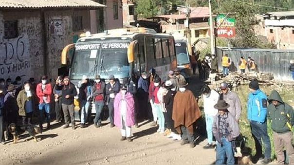 comuneros de Carhuayoc retienen buses que trasladan al personal de Antamina